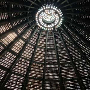 Kuppel des großen Saals im Kongresszentrum Teheran